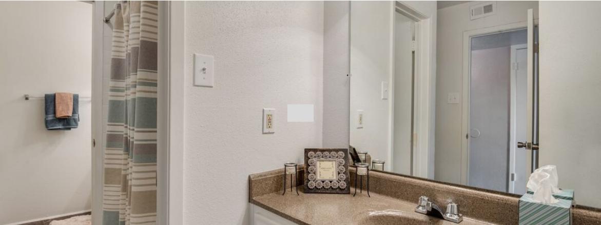Oaks of Baytown Bathroom