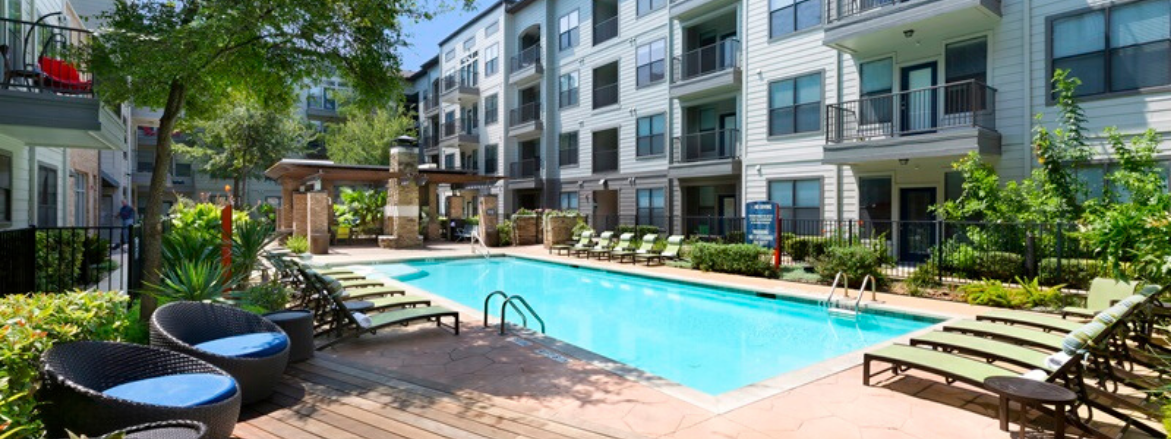 The Davis SoCo Pool Area