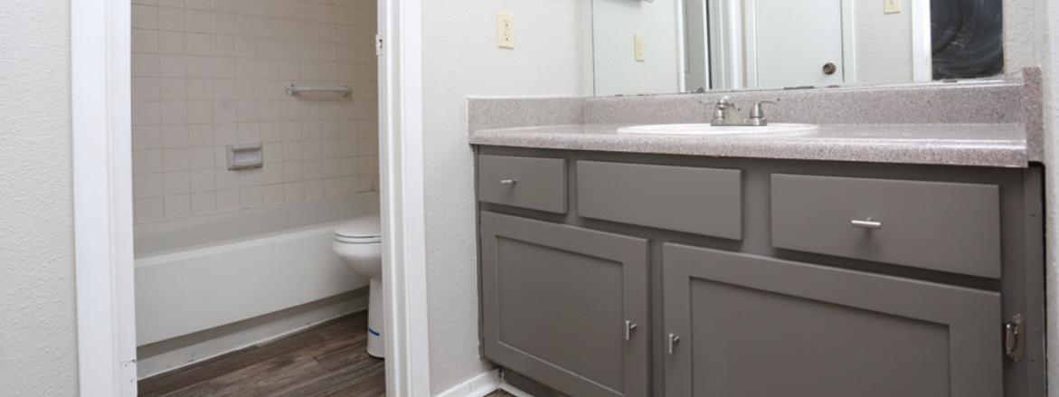 Yardarm Bathroom