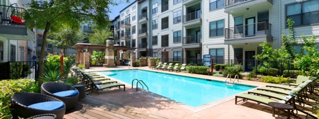 The-Davis-SoCo-Pool-Area