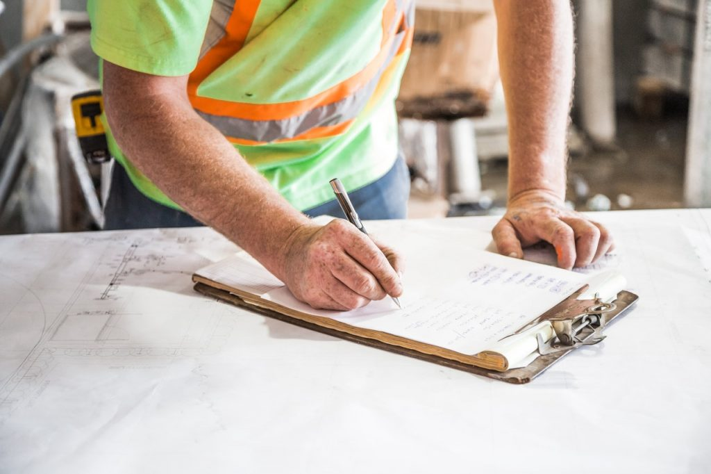 the differences between a general contractor and a construction management company